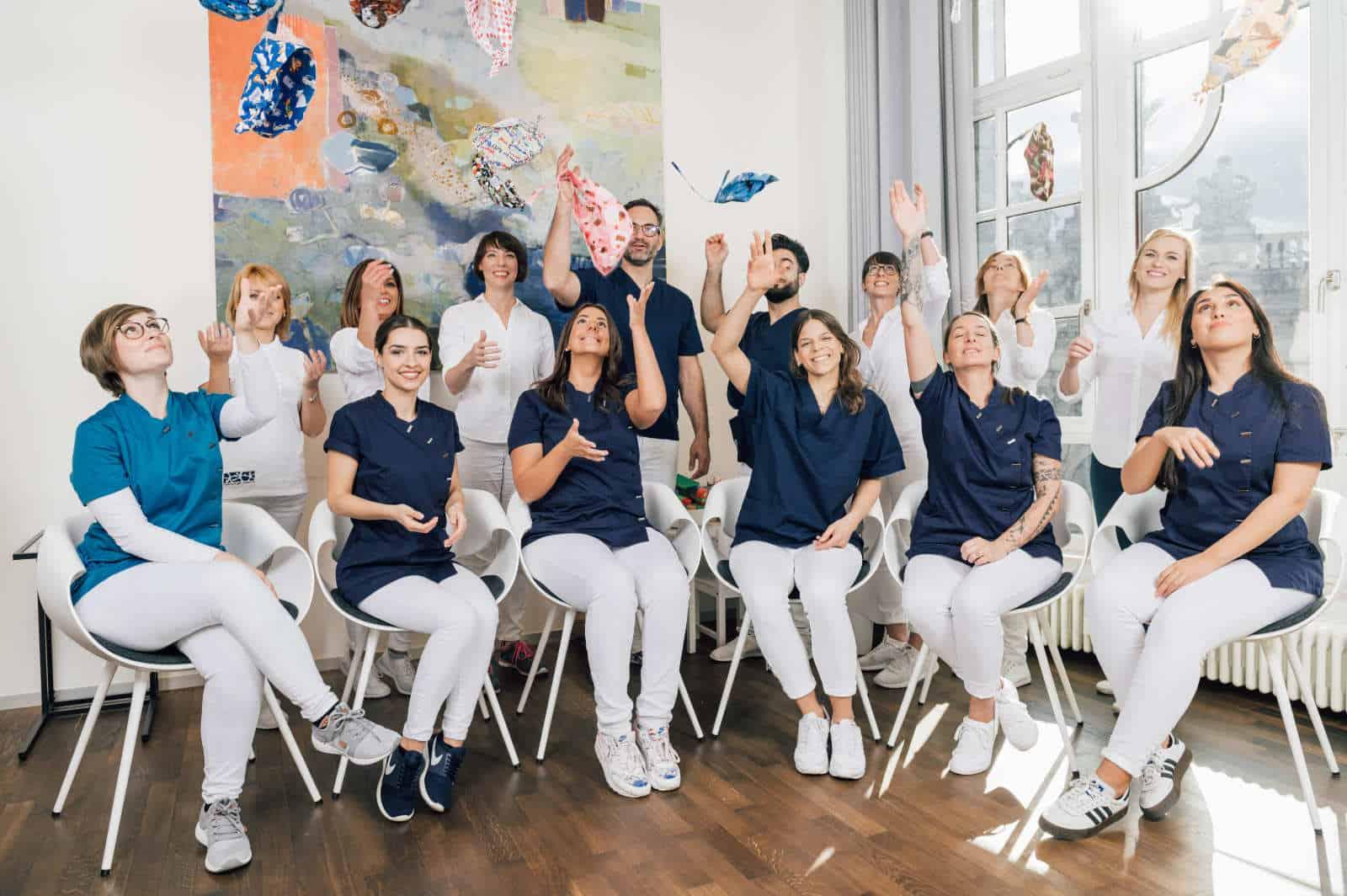 Gruppenbild Team Implantologie Gutwsche