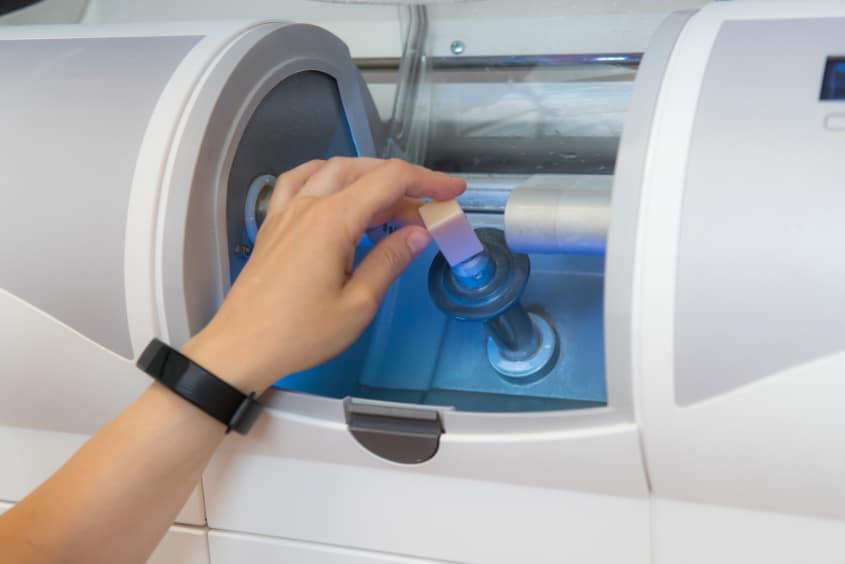 CEREC Fräsmachine CAD CAM für Veneers Berlin
